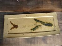 黄瀬戸焼もの皿 - 誇張する陶芸家の雑念