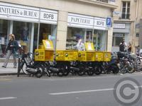 ■街角の宅配スクーター - フランス美食村