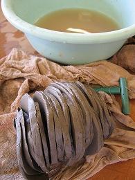 ■陶芸(楽陶会):粘土でしゃぶしゃぶ-中途半端に硬くなった粘土の再生 - 陶芸ブログ・さるのやきもの