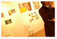 写真展の会場で。Nikon D70 - COSYDESIGN*COSYDAYS