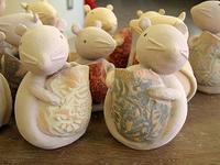 ■陶芸(楽陶会) : ねずみエトー君に釉薬掛け - 陶芸ブログ・さるのやきもの