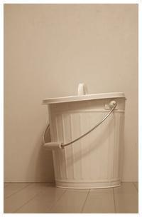 ホワイト缶♪・・・プラスティック用 - hand ハンド ホーム