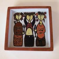 Stig Lindbergカーニバル深角皿「3人の女性」 - 北欧ヴィンテージ.あ!いいって!む!アイテムたち