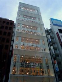 ユニクロ銀座店 - あるiBook G4ユーザによるブログ