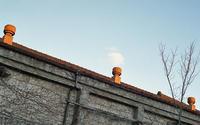 Three orange chimneys - ページをめくるように