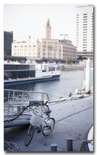 #2550自転車とクイーン - at the port