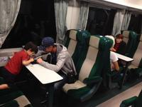 ルーマニアの電車で踊る息子 - ルーマニアへ行こう! Let's go to Romania !