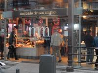 マドリッドのサン・ミゲル市場とチュロスの老舗、チョコラテリア・サン・ヒネスへ - Souvenir Inoubliable