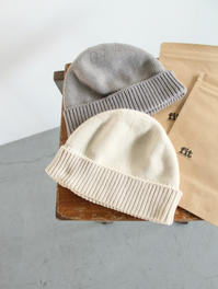 fitフィットのニットキャップ - 『Bumpkins putting on airs』