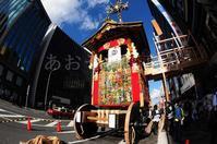 青に聳える祇園祭山鉾巡行 - あ お そ ら 写 真 社