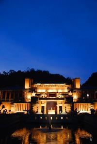 フランク・ロイド・ライトの旧帝国ホテルに灯りがともる夏 - ハッピー・トラベルデイズ