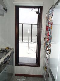 賃貸マンションのクレーム対応の依頼5階キッチンのプリーツ網戸から虫が入ってくるそうです - 快適!! 奥沢リフォームなび
