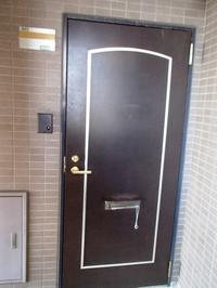 築18年の賃貸マンションの玄関ドアのトラブル調査 - 快適!! 奥沢リフォームなび