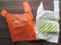 英国スーパーマーケットのレジ袋の売り上げが半分に! - イギリスの食、イギリスの料理&菓子