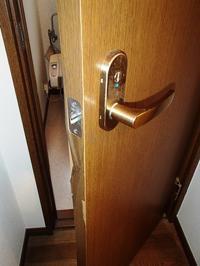 内装ドアの表面劣化の補修 - 快適!! 奥沢リフォームなび