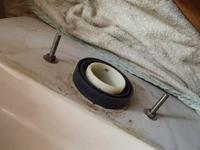 長い間使われていなかったトイレのロータンクから水漏れ - 快適!! 奥沢リフォームなび