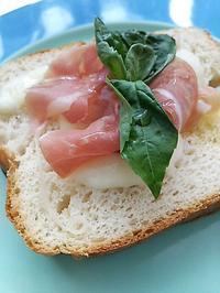 生ハムチーズトーストの朝ごぱん - 料理研究家ブログ行長万里  日本全国 美味しい話