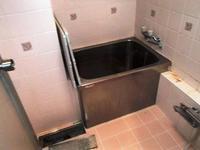 水漏れをしたマンションの浴室のリフォーム浴槽の排水テスト - 快適!! 奥沢リフォームなび