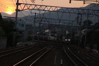 藤田八束の鉄道写真@新年が明けて貨物列車の元気な姿を拝見、さくら夙川駅で高齢者の方が鉄道の写真撮影会 - 藤田八束の日記