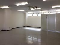 リノベ現場の施工例「無機質な貸し事務所に出来るだけ傷を付けず、魔法をかけました」編 - 納屋Cafe 岡山