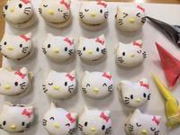バレンタインレッスンのキティちゃんマカロン試作 - 調布の小さな手作りお菓子教室 アトリエタルトタタン