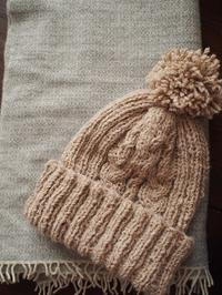 桐島かれんさんのニット帽(knot)完成 - ペコラの編みもの