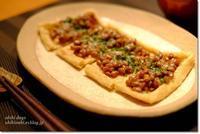 お揚げの納豆チーズ焼きとアンチョビキャベツ - うひひなまいにち