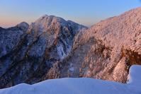 白い樹氷の森伯母谷覗~阿弥陀の森 - 峰さんの山あるき