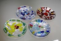 生徒さんの過去作よりお皿4枚 - ステンドグラスルーチェの日常