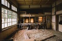 Abandoned post office. - SONS OF THE DESERT