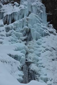 青い氷瀑下多古川本谷琵琶滝・中の滝 - 峰さんの山あるき