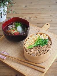 親子そぼろご飯と豚汁弁当(料理・お弁当部門) - Delicatusib