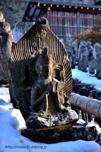 残雪と石仏 - muku3のフォトスケッチ