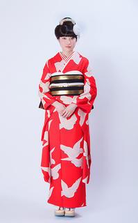 小松菜奈さん着用の白鳩柄の振袖 - それいゆのおしゃれ着物レンタル