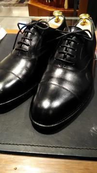 靴のクラック補修?リメイク?割れたところに「チャールズパッチ」いかがでしょうか - シューケアマイスター靴磨き工房 銀座三越店