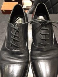 【超思い付き企画】靴紐、反転して通してみた。 - 玉川タカシマヤ靴磨き工房 本館4階紳士靴売場