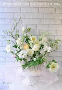 1月生花レッスンは…「白い花たちに新年の想いをこめて…」でした & Instagramでキャスケードブーケ連投中 東京目黒不動前フラワースタジオフローラフローラウェディングブーケ装花&フラワースクール - FLORAFLORA*precious flowers*ウェディングブーケ会場装花&フラワースクール*