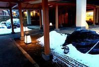 敷地内の雪 - 金沢犀川温泉 川端の湯宿「滝亭」BLOG