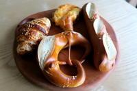 プレッツェル - KuriSalo 天然酵母ちいさなパン教室と日々の暮らしの事
