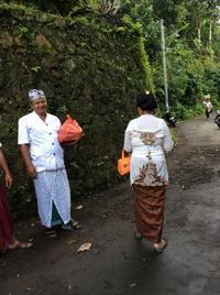 バリ島の不思議パワースポット「スバトゥの滝」で沐浴を② - CAFE NADI  ~バリ人店主が作るインドネシア&アジア料理~