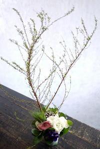 チーズのお店の開店に。大通西24にお届け。 - 札幌 花屋 meLL flowers
