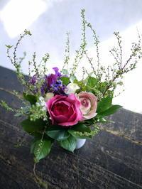 お父様の米寿のお祝いにアレンジメント。「華やかに、ピンク系」。月寒東1条にお届け。 - 札幌 花屋 meLL flowers