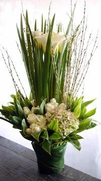 東川町にオープンのフランス料理のお店に。「白~グリーンで」。 - 札幌 花屋 meLL flowers
