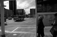 バスを待つ#04 - Yoshi-A の写真の楽しみ