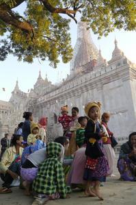アーナンダ寺院の祭り2 - Myanmar Eye