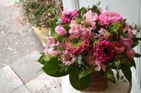 ラナンキュラスとスカビオサのフラワーアレンジメント - 花色~あなたの好きなお花屋さんになりたい~