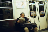 JapanTimes を読む人 - 照片画廊