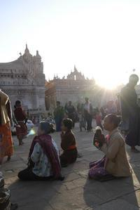 アーナンダ寺院の祭り4 - Myanmar Eye