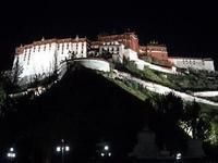 夜のポタラ宮殿 - 中国探検想い出日記