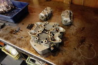 トライアンフ シリンダーヘッド修理 - Vintage motorcycle study